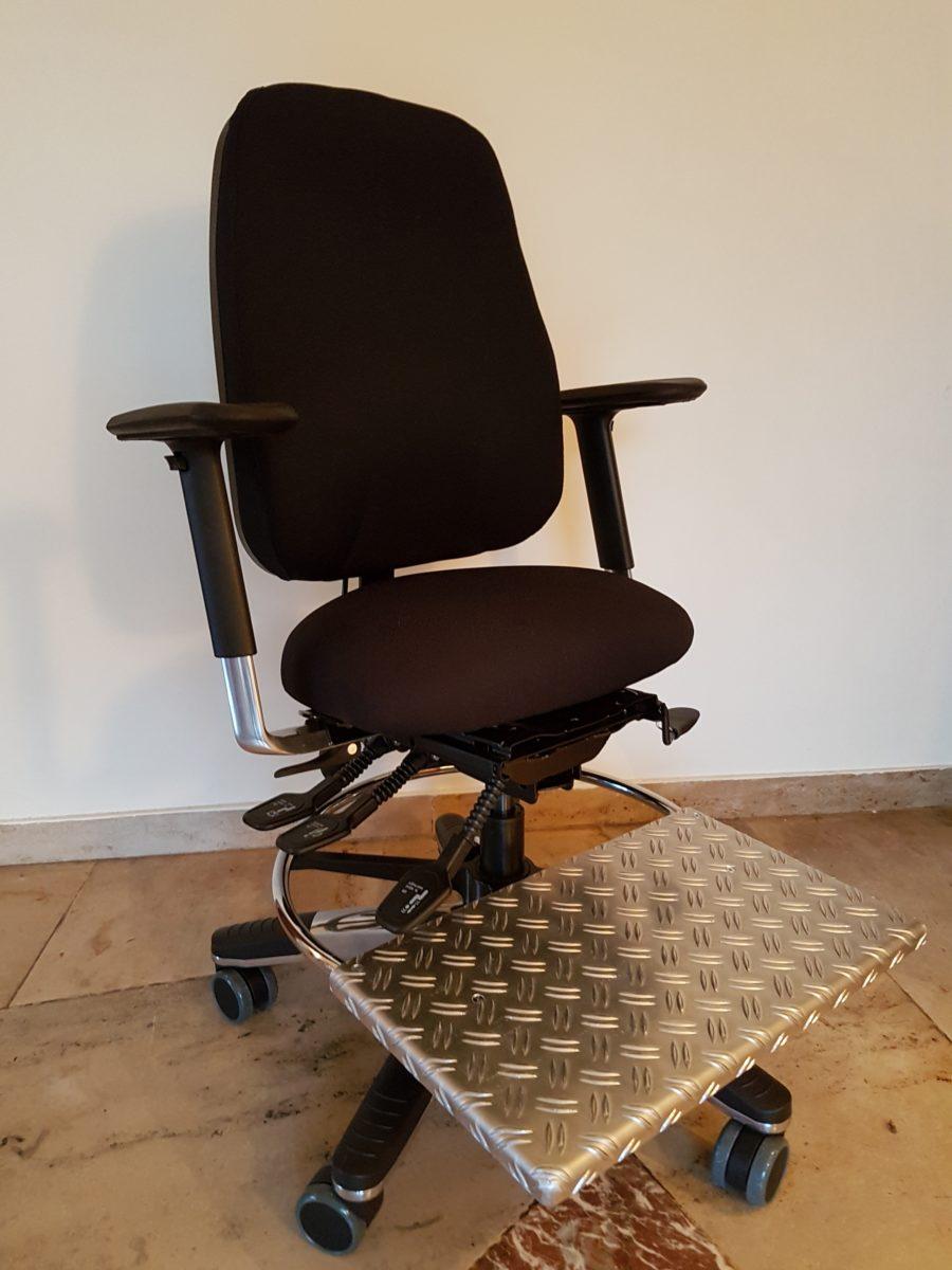 Kleinwuchstuhl mit Fußplatte - ERGO plus GmbH